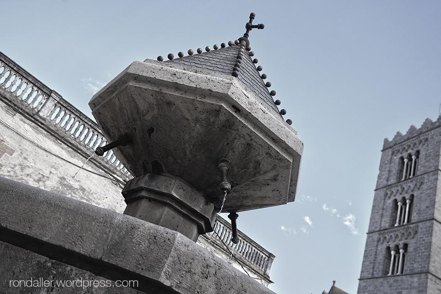 Contrapicat de la font gòtica de Castelló d'Empúries, Alt Empordà.