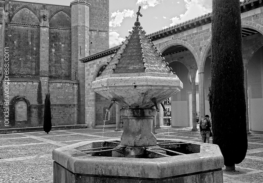 La font gòtica de Castelló d'Empúries, Alt Empordà.