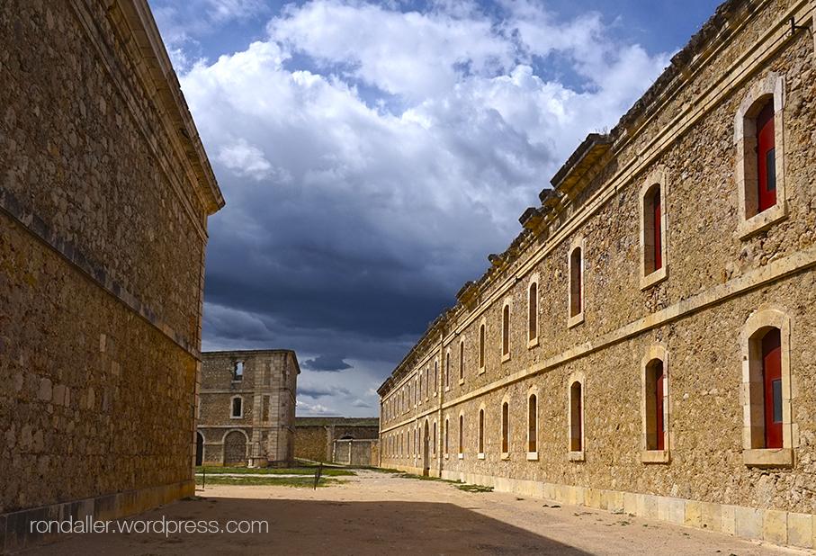 10 castells catalans sorprenents. Castell de Sant Ferran.