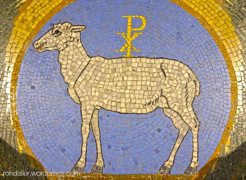 Representació d'un be amb mosaic. Basílica de Santa Maria de Mataró.