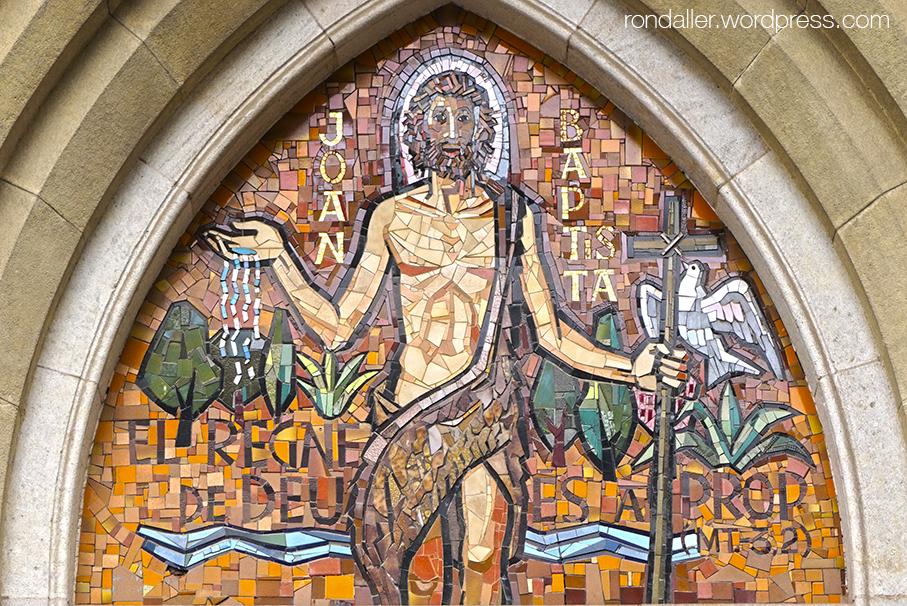 Mosaics dOlivé-Milián a esglésies. Timpà de l'església de Sant Joan d'Horta.