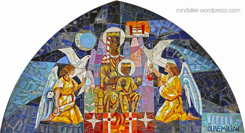 Mosaics d'Olivé-Milián a esglésies. Timpà de l'església del Sagrat Cor, amb la Moreneta.