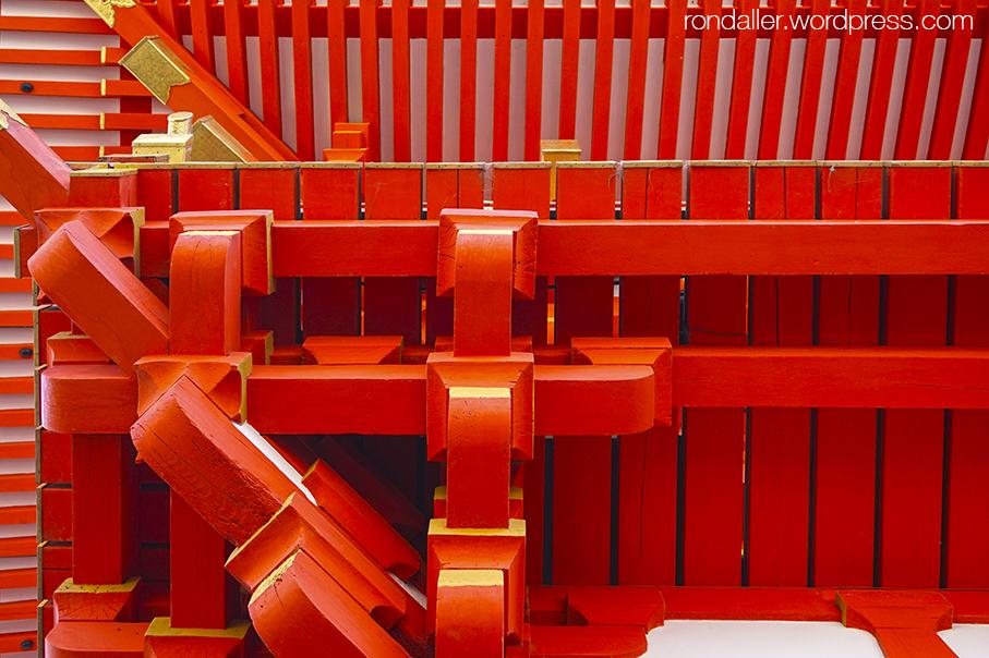 Detall de l'embigat de la pagoda al temple de Fushimi Inari.