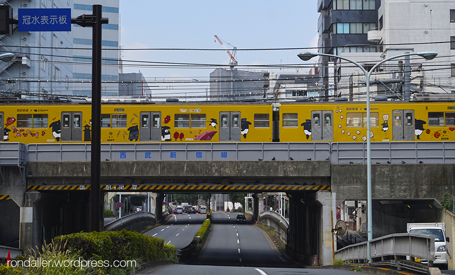 El metro elevat, al barri d'Okubo a Tòquio.
