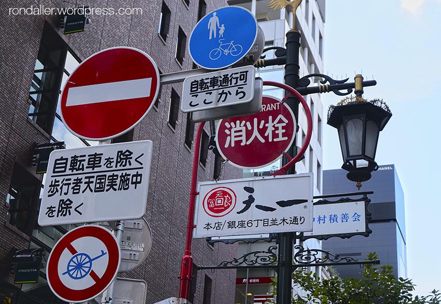 Curiositats del Japó. Senyalètica als carrers de Tokyo.