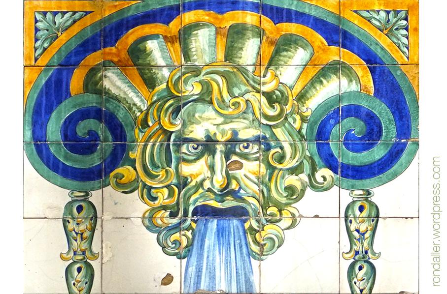 Mascaró dibuixat per Sunet, que treu aigua per la boca.