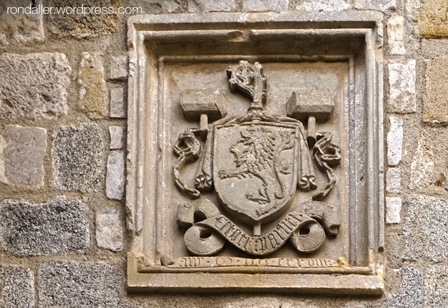 Escut de l'abat Sampsó del monestir de Breda.