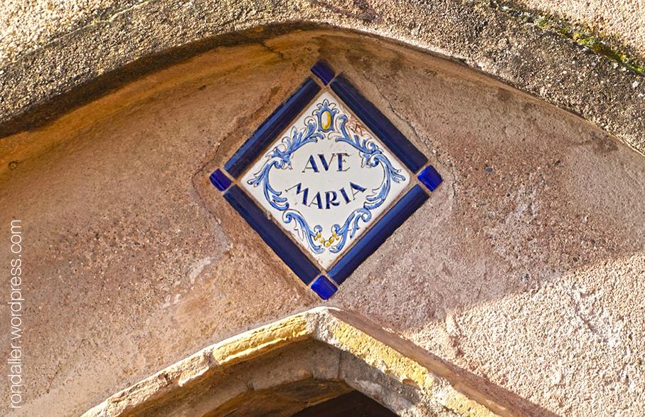 Rajola amb Ave Maria a Cal Quim dels Duros. Corbera de Llobregat, Baix Llobregat.