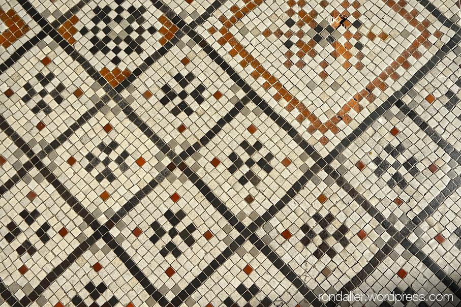 Mosaics de Santa Maria de Blanes. Detall de les figures geomètriques.