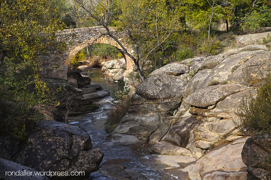 Pont d'en Gatus. Itinerari per Seva, Osona.