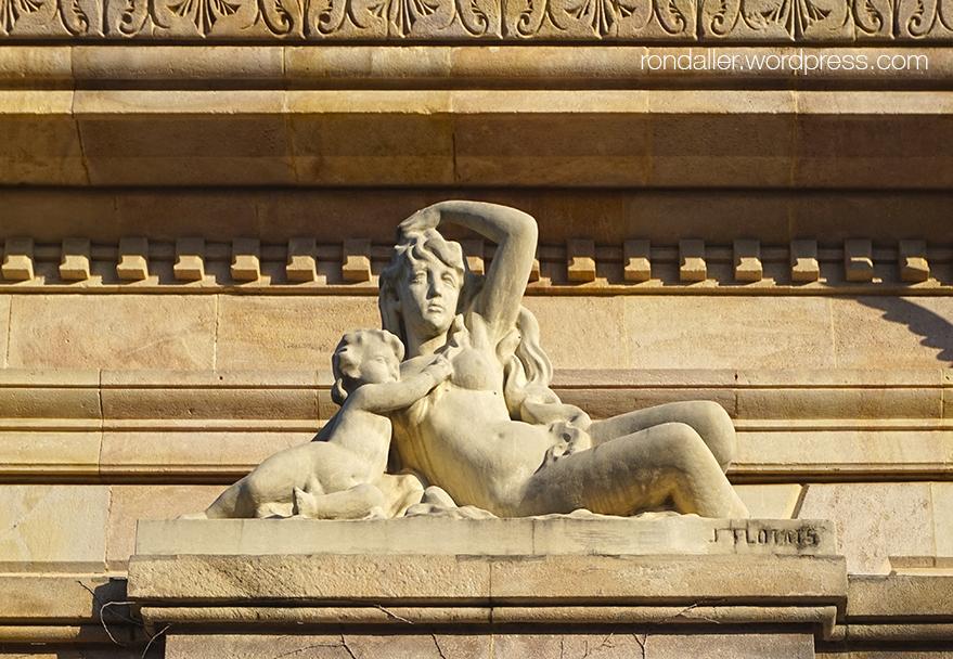 Escultura a la Cascada del parc de la Ciutadella.