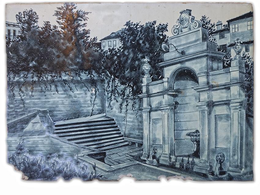 Rajola amb la imatge d'una antiga font, a la casa de nines del Putxet.
