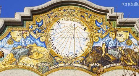 Rellotge de sol de la casa Rafael Patxot a Sant Feliu de Guíxols, Baix Empordà.