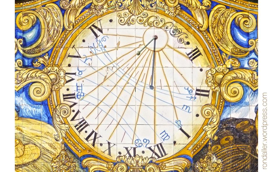 Detall del rellotge de sol de la Casa Patxot de Sant Feliu de Guíxols (Baix Empordà).