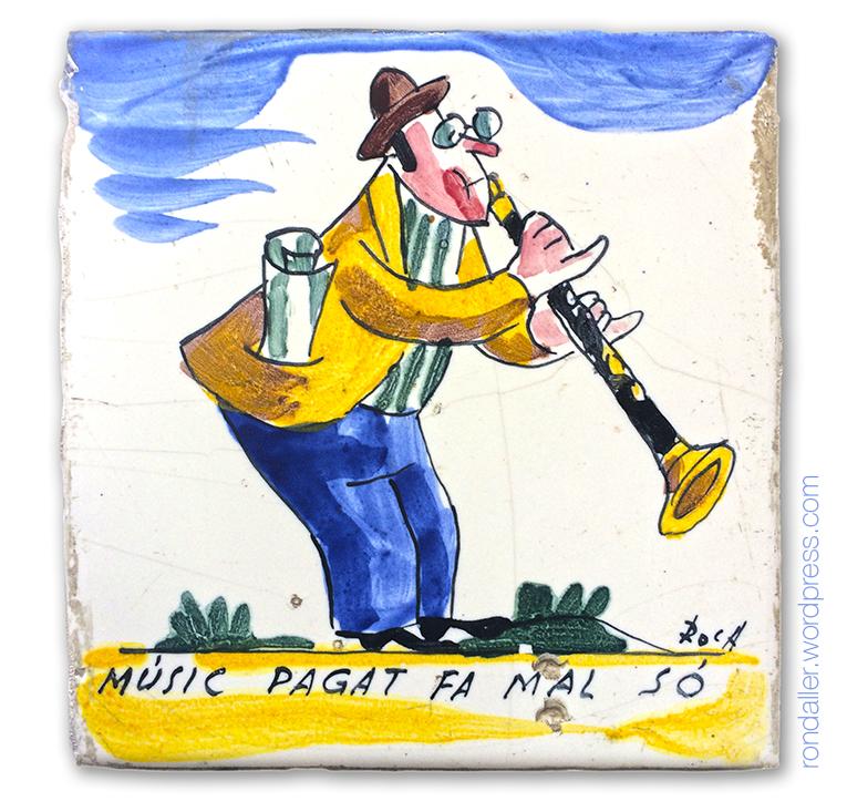 Músic pagat fa mal so. Rajoles humorístiques d'Anton Roca a Calella. Restaurant La Quadra.