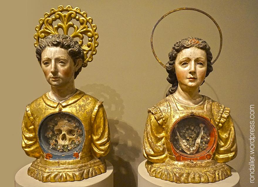 Reliquiaris del Museu Episcopal de Vic, dedicats a Sant Sebastià i Santa Rita.