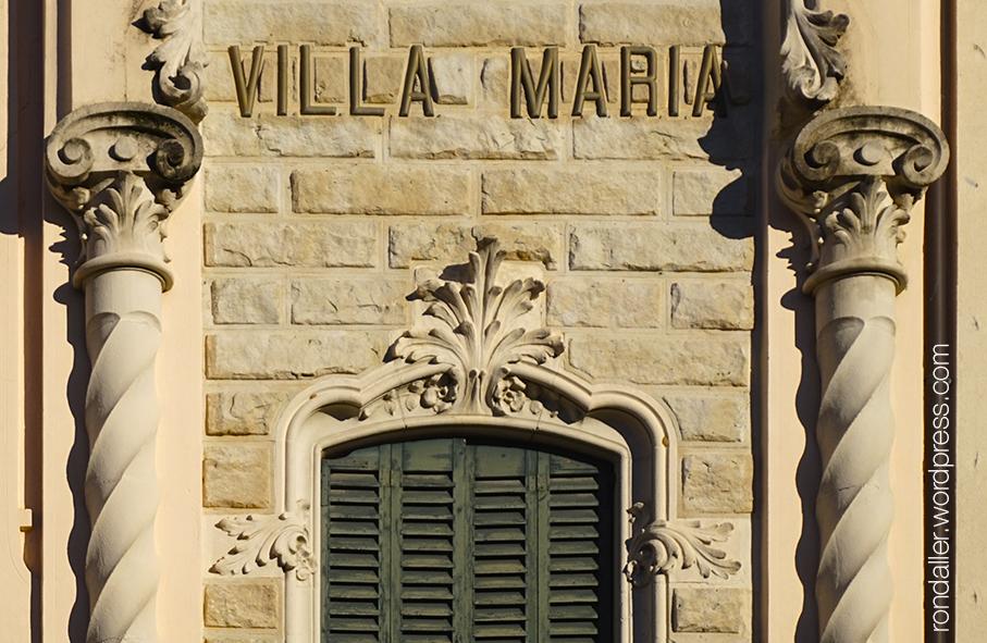 Decoració de la façana.