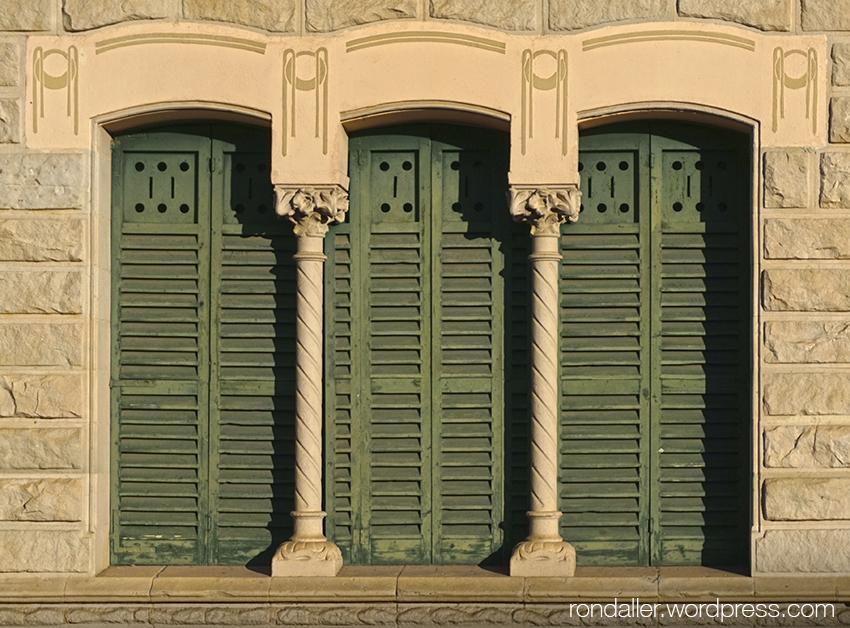 Finestres de La Villa Maria de Taradell (Osona).