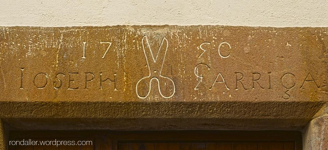 El gremi de paraires. Tisores gravades en una llinda del segle XVIII a Viladrau.