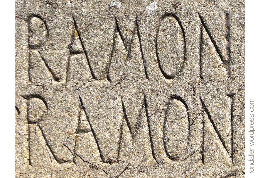 El nom de Ramon a la Placa franquista a Vilanova de Sau (Osona).