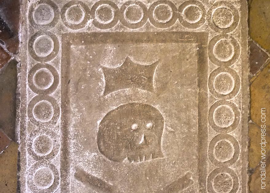 Sepulcre a l'interior de l'església de Sant Bartomeu del Grau, Osona.