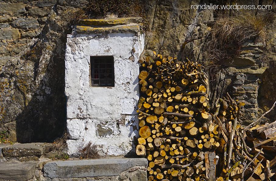 Capelleta a la vora del santuari de Bellmunt, Vall de Ges.