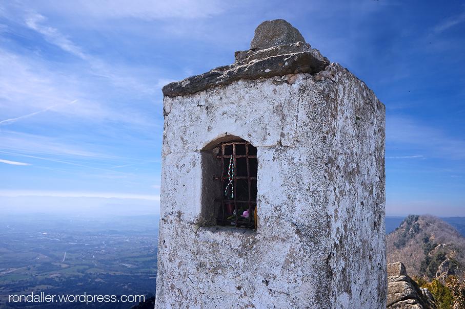pedró dedicat a la Mare de Déu de les Alades, santuari de Bellmunt, Vall de Ges, Osona