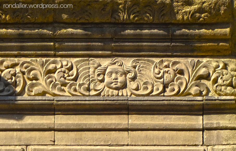 Fris decoratiu a l'església de la Pietat de Vic. Osona