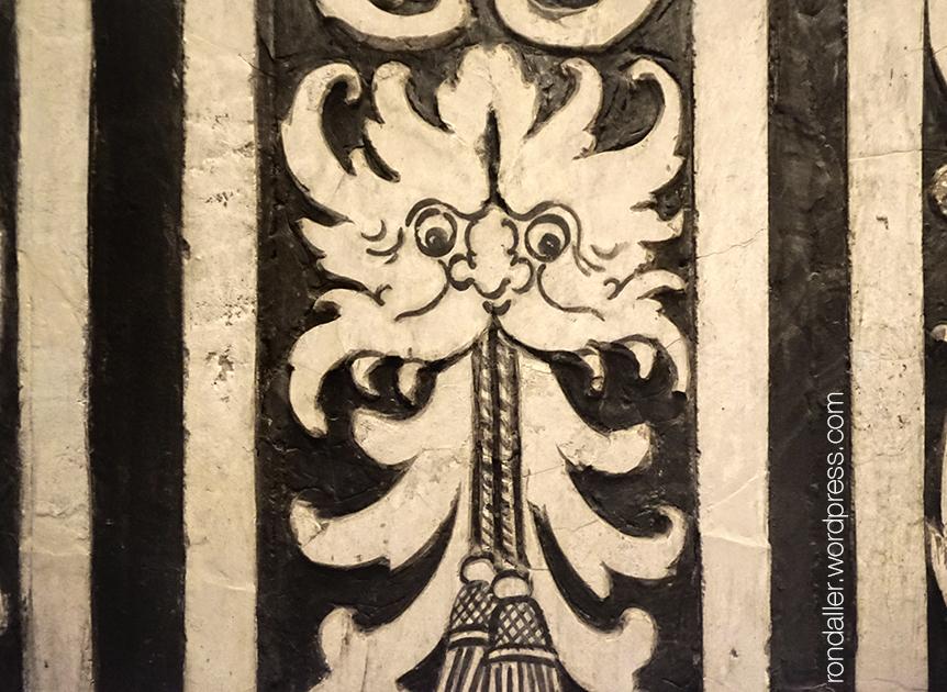 Detall dels esgrafiats de la Capella de la Pietat del monestir de Sant Cugat del Vallès.