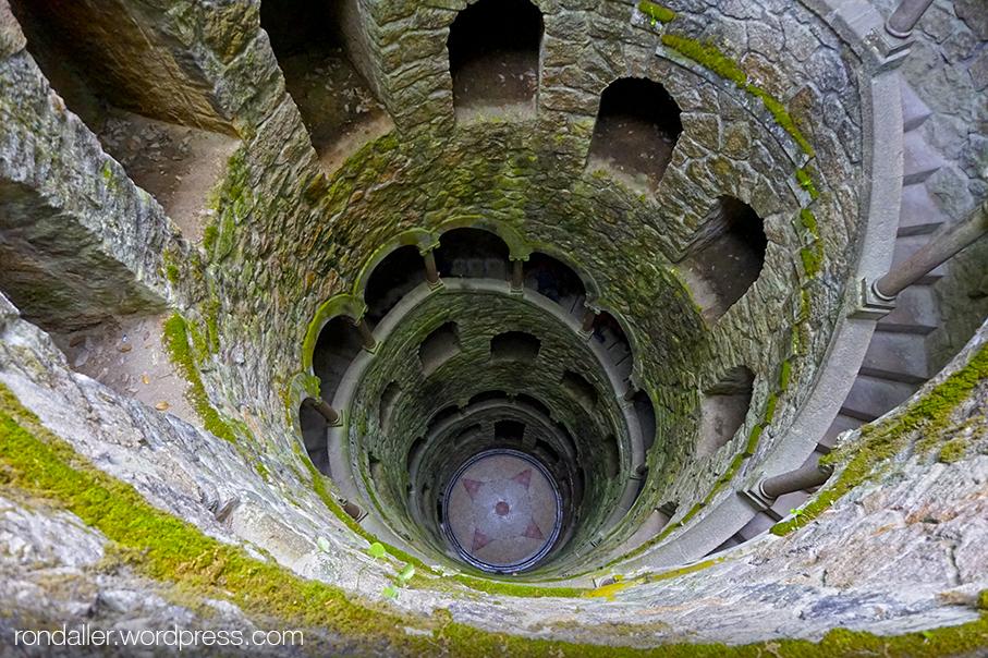 Pou iniciàtic als jardins de la Quinta da Regaleira de Sintra (Portugal).