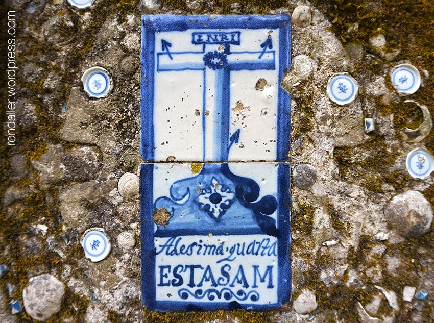 Rajola amb la catorzena estació del viacrucis. Quinta da Regaleira de Sintra. Portugal.