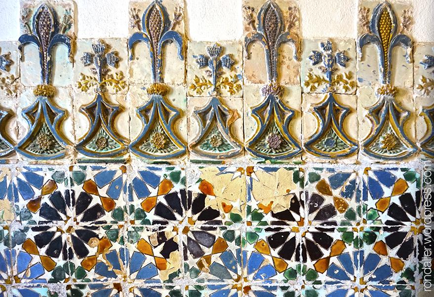 Palau Nacional de Sintra. Arrambador ceràmic amb motius àrabs.
