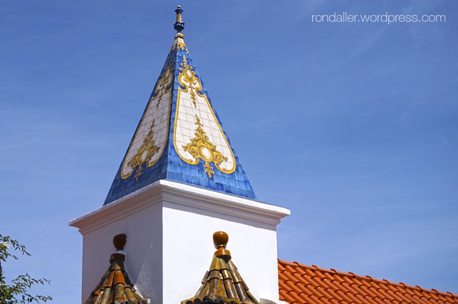 Itinerari per Cascais. Pinacle enrajolat de la Casa de Santa Maria.