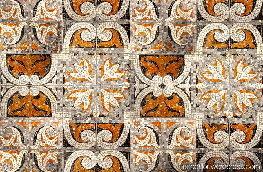 Església de Santpedor. Mosaic de la capella de les Santes Espines.