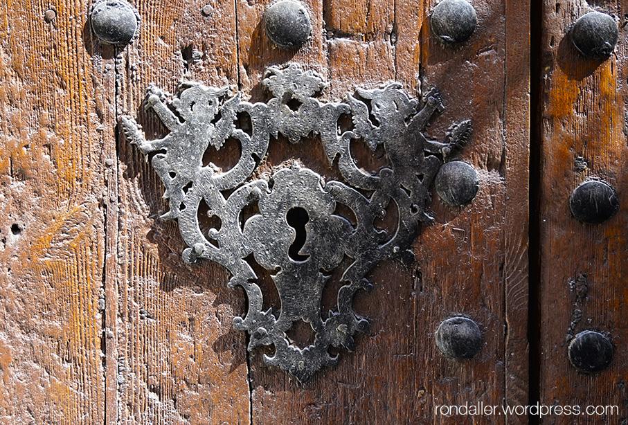 El portal del Nin de Vilanova i la Geltrú. Detall del forrellat.