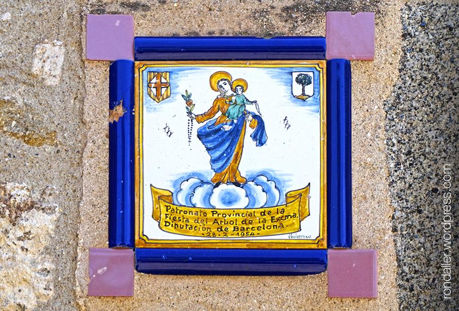 Mare de Déu del Rosari alcaldessa. Rajola a Santa Agnès de Malanyanes.