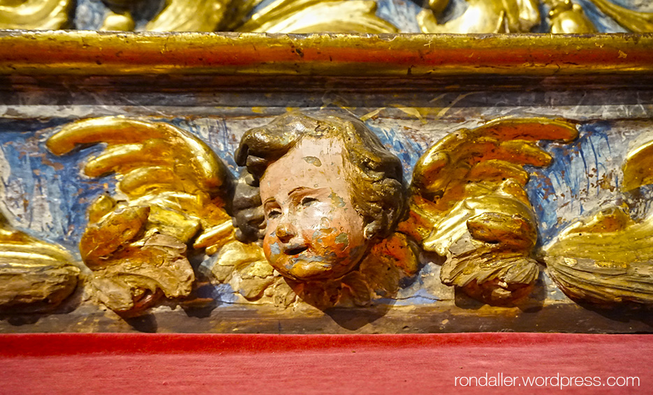 Detall del retaule barroc de Sant Bartomeu.