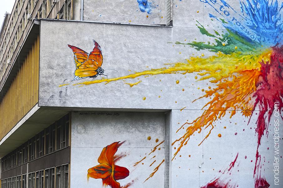 Realisme socialista a Cracòvia. Mural de colors a la mitgera d'un edifici universitari.