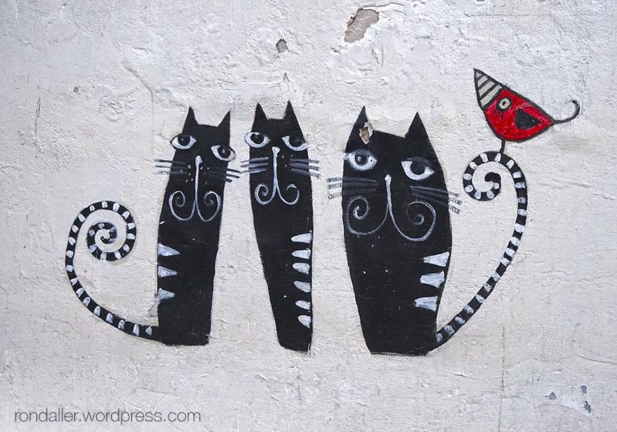 Animals simbòlics a Cracòvia. Tres gats pintats en una paret.