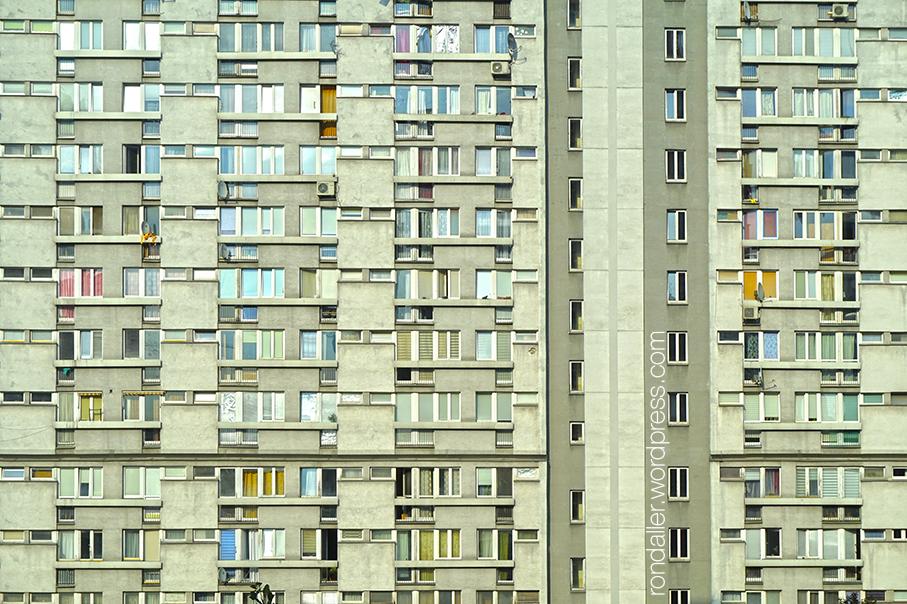 Arquitectura socialista a Varsòvia. Finestres d'un bloc.
