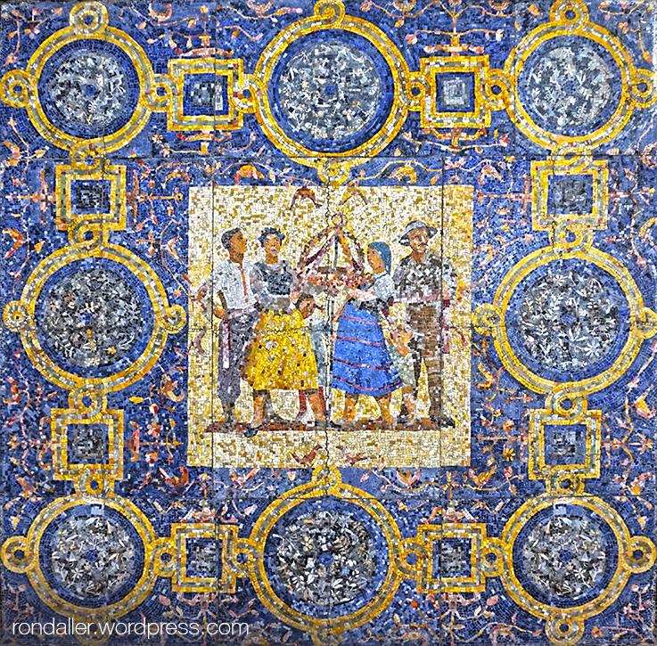 Mosaic al sostre d'unes voltes que representa uns personatges amb vestits populars.