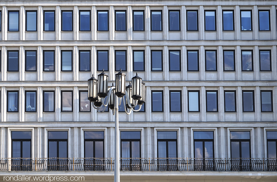 Arquitectura socialista a Varsòvia. Edifici de l'antiga seu del Partit Comunista.