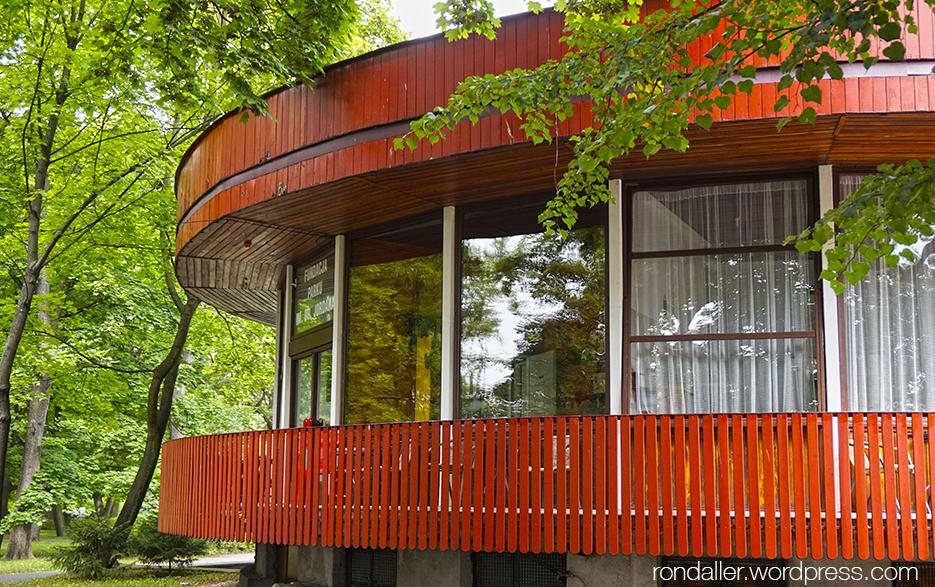 Realisme socialista a Cracòvia. Construcció circular al Parc Jordan.