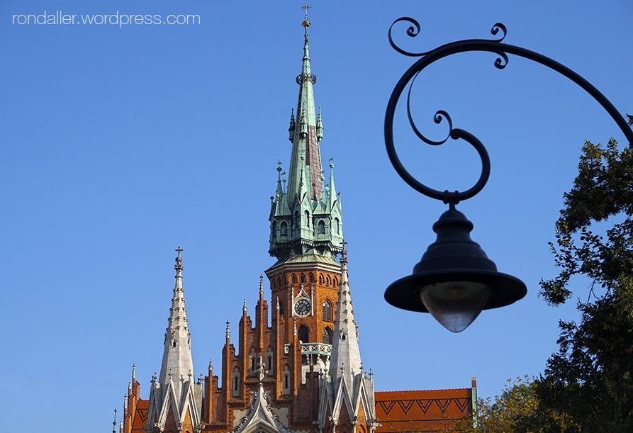 Itinerari per Cracòvia. Església de Sant Josep, d'estil neogòtic amb façana de mao vist.
