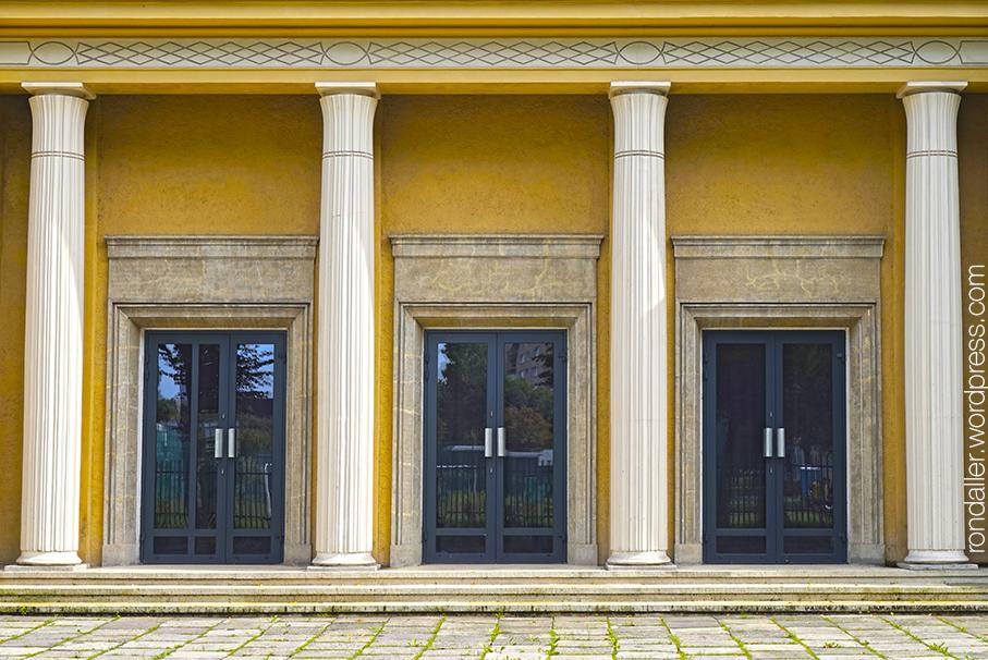 Itinerari per Nowa Huta. Entrada del teatre Lodowy.