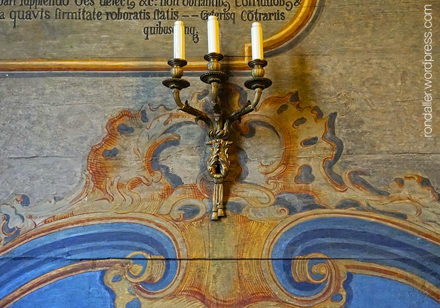 Canelobre a l'església de Sant Bartomeu.