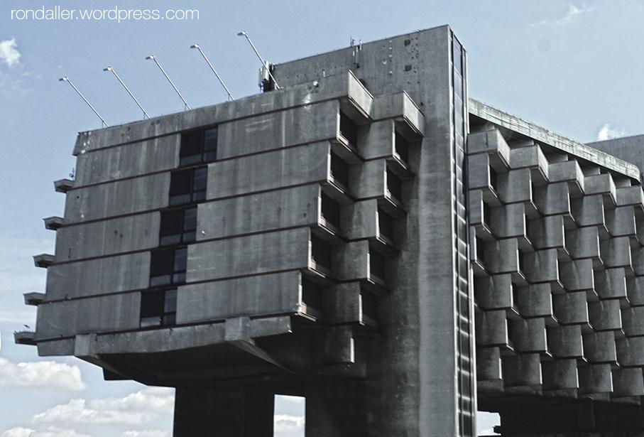 Realisme socialista a Cracòvia. Edifici de l'Hotel Fòrum.
