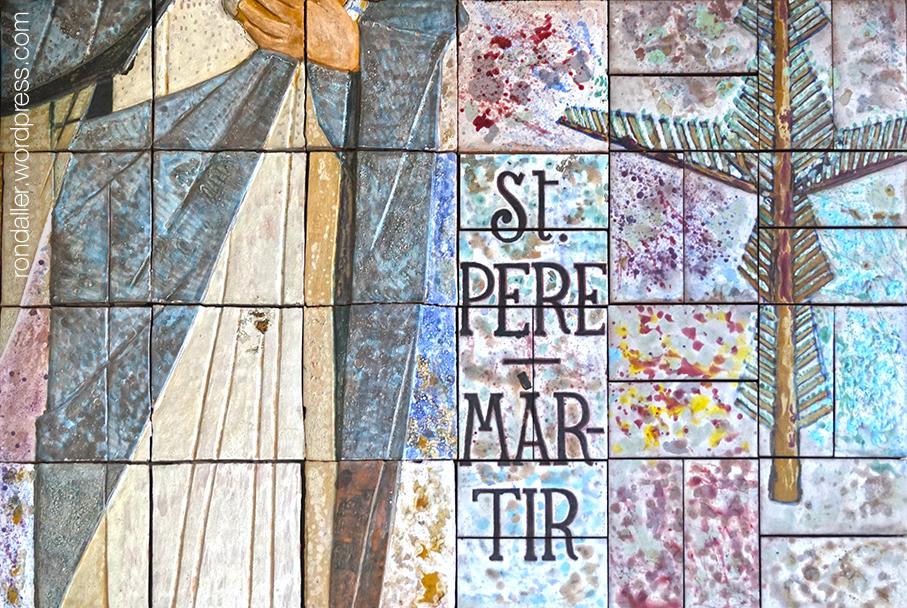 Detall del mural ceràmic a l'exterior de l'església de Sant Pere Màrtir d'Escaldes-Engordany.