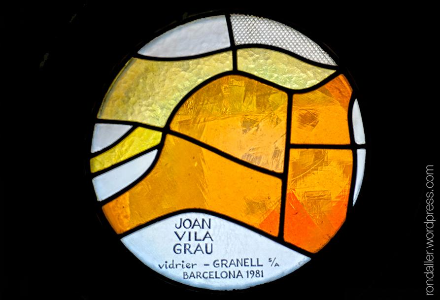 Església de Sant Pere Màrtir d'Escaldes-Engordany. Petit vitrall circular abstracte realitzat per Joan Vila Grau.