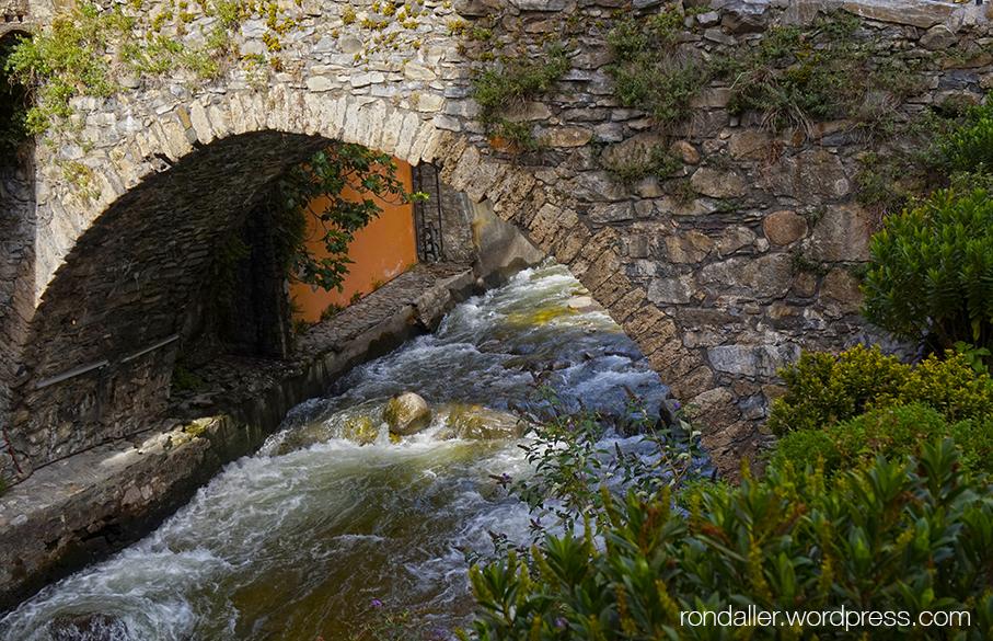 Itinerari per Escaldes-Engordany. Pont del 1785 damunt el riu Valira d'Orient d'Andorra.